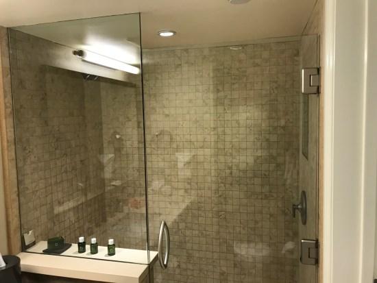 Malibu Beach Inn Shower