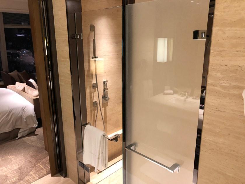 The Ritz-Carlton Hong Kong 112-15 Bathroom