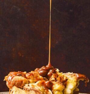 brioche-bread-pudding-bourbon-caramel-sauce-ghk-1538685664