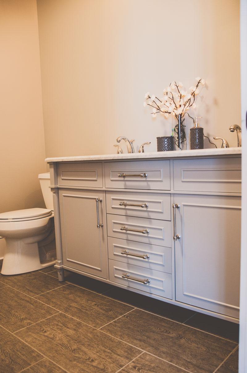 large double vanity sink in ensuite bathroom