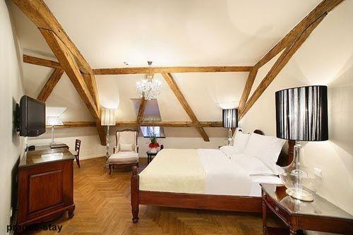 fotografia dcoracion atico usado como dormitorio