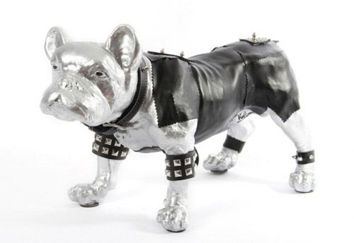 figura perro poppi leather victim artista felipao