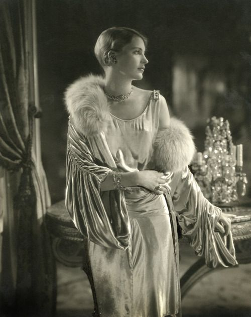 lee miller wearing a dress by jay thorpe and a necklace by marcus in conde nasts apartment 1928 edward steichen