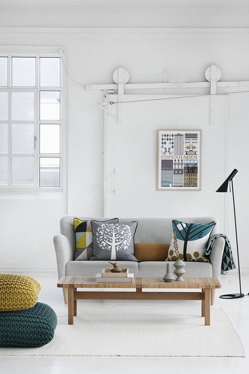 Salón de diseño escandinavo, colores claros.