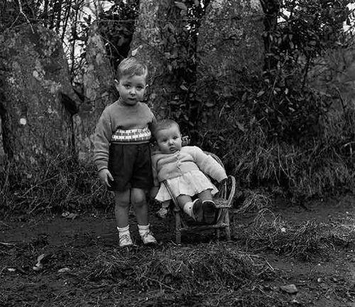 fotografia recordatorio hermanos blanco negro virxilio vieitez ibytes.es
