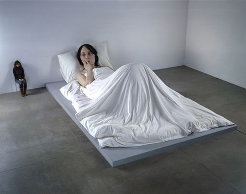 in bed hiperrealismo ron mueck