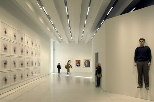 sala exposicion interior caixaforum madrid pinterest
