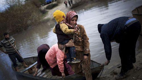 manu brabo siria mujer hijo brazos