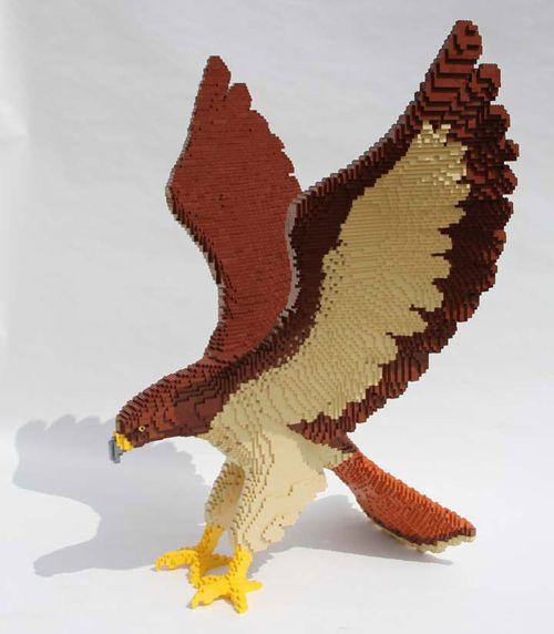 hawk escultura lego nathan sawaya brickartist.com