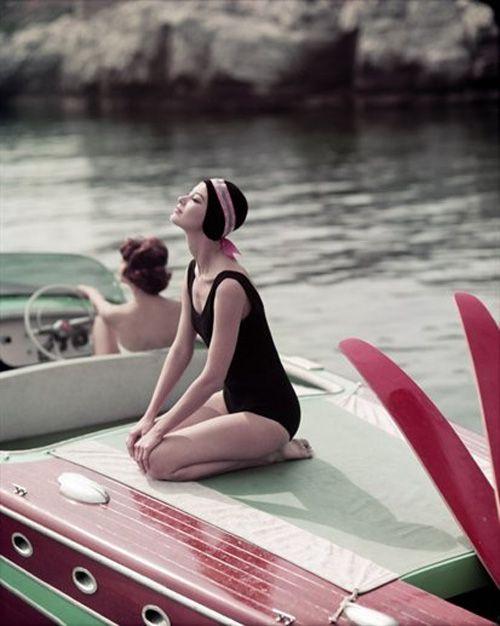 fotografia años 50 mujeres barco