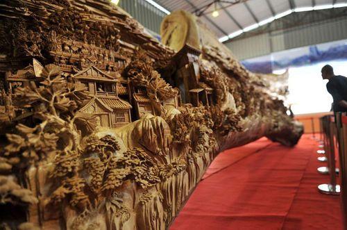 Imagen detalle de la escultura de madera de Zheng Chunhui