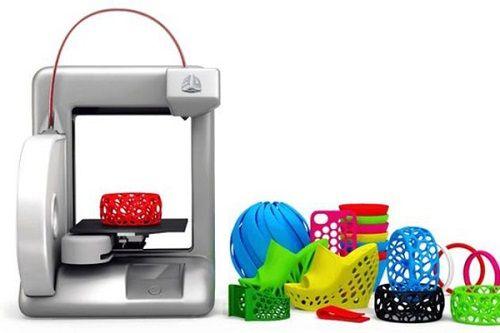 impresora 3D con objetos