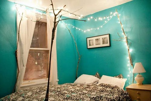 Christmas-Lights-in-Bedroom-01-1-Kindesign