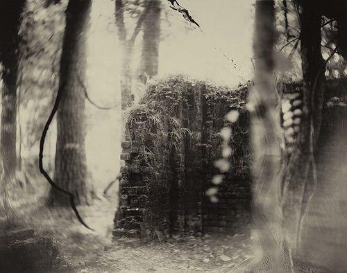 foto blanco y negro inquietante