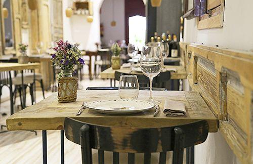 mesa interior restaurante madrid barrio de las letras