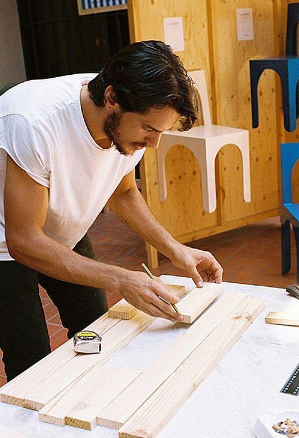 Pablo Limón diseñador trabajando
