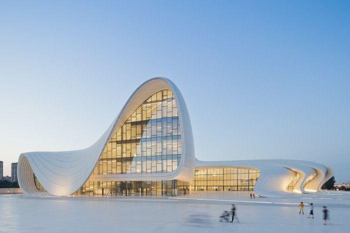 Centro de Heydar Aliyev arquitecta Zaha Hadid futurista baku azerbaijan fallecida edificio blanco curvas