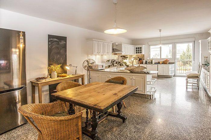 cocina rustica moderna en piso exclusivo en Madrid