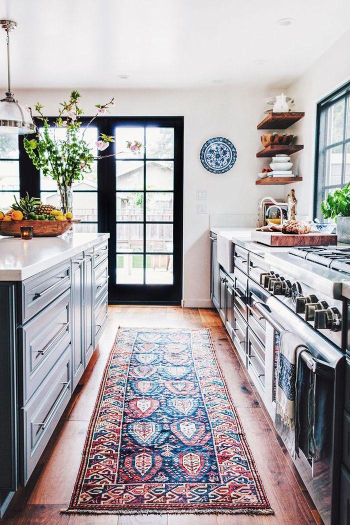 cocina con kilim y estilo bohemio