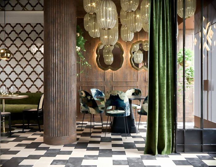 Espacio amplio restaurante elegante hindu madrid