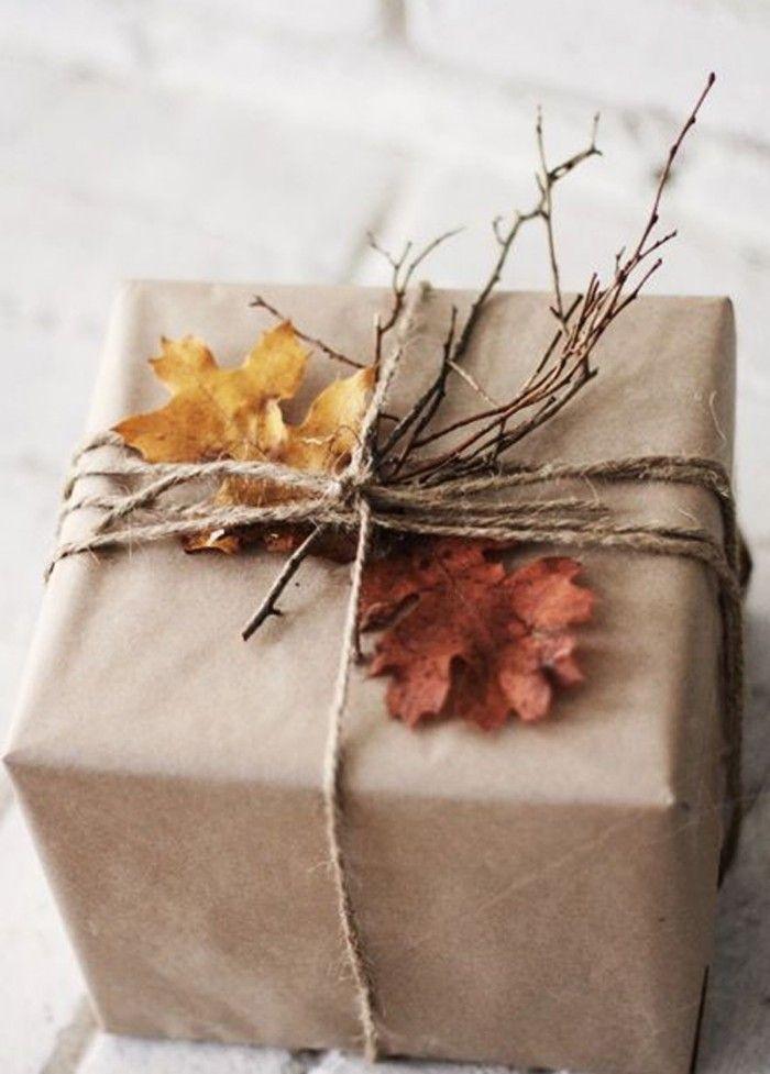 paquete con ramas y hojas