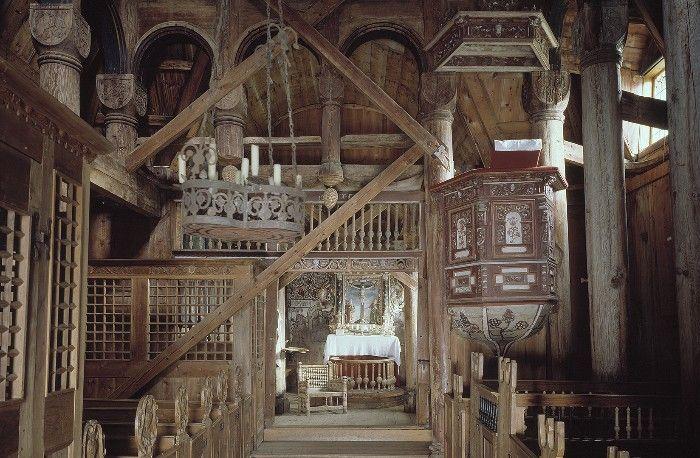 interior stavkirke urnes