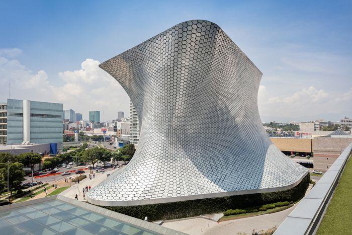 fachada museo metalizado mexico