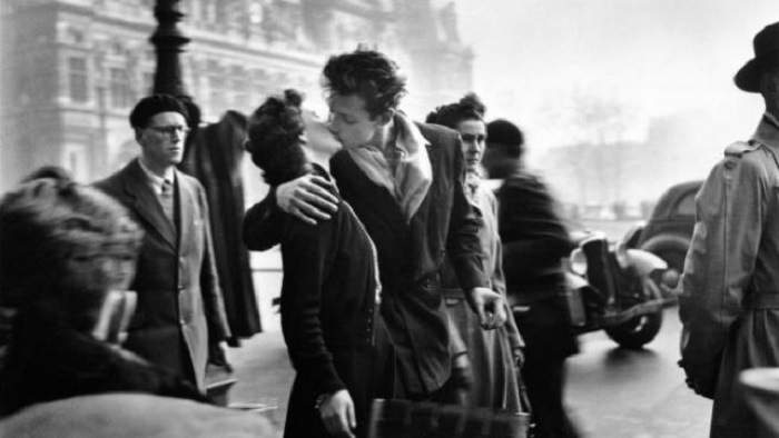 El beso por Robert Doisneau