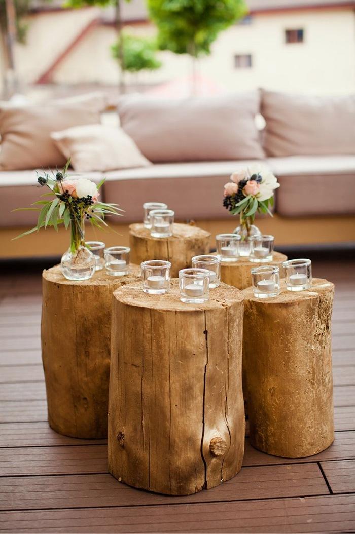 composicion velas sobre troncos madera
