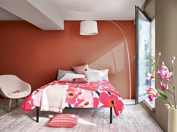dormitorio rosas fuertes