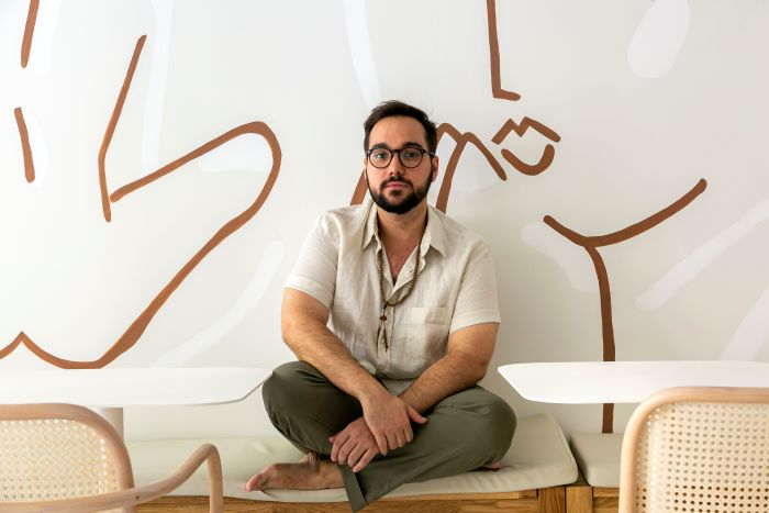 dueño y diseñador de la cafetería Agrado