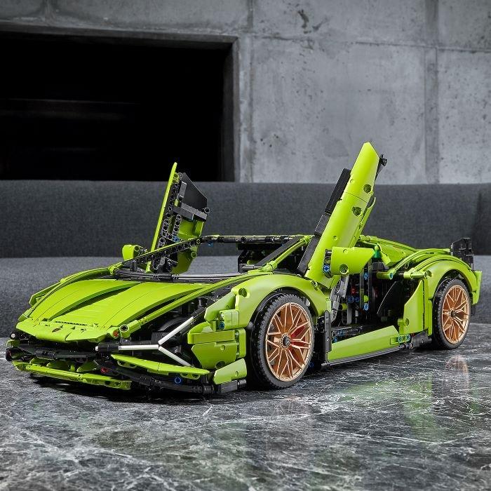 Coche Lamborghini construido de piezas LEGO