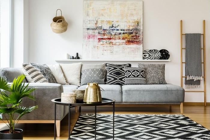 Buscando la comodidad en el sofá de tu hogar