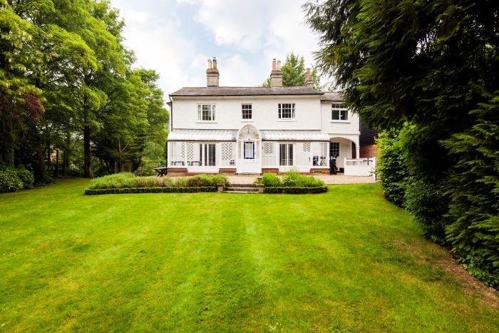 Casa-en-un-campo-pintoresco-Standon-Inglaterra. Airbnb