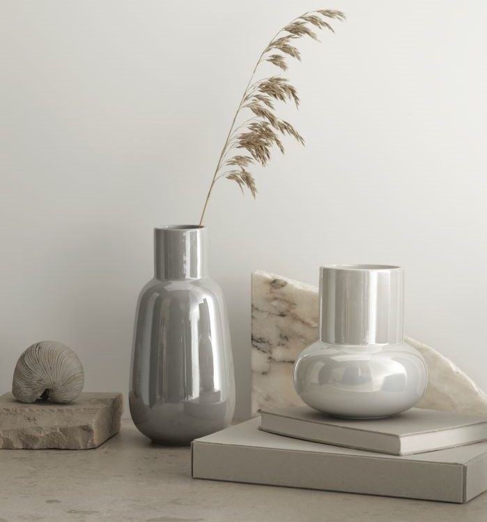 Nuevos jarrones gris y blanco de IKEA