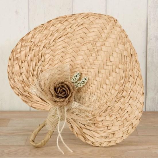 Paipay-adornado-con-flor-yute para regalar como detalle en las bodas