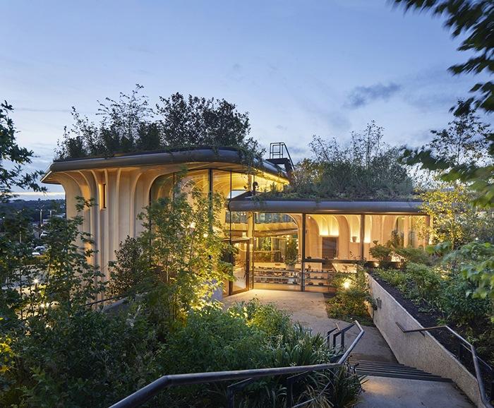 Ganador concurso arquitectónico ArchDaily 2021 exterior iluminado proyecto