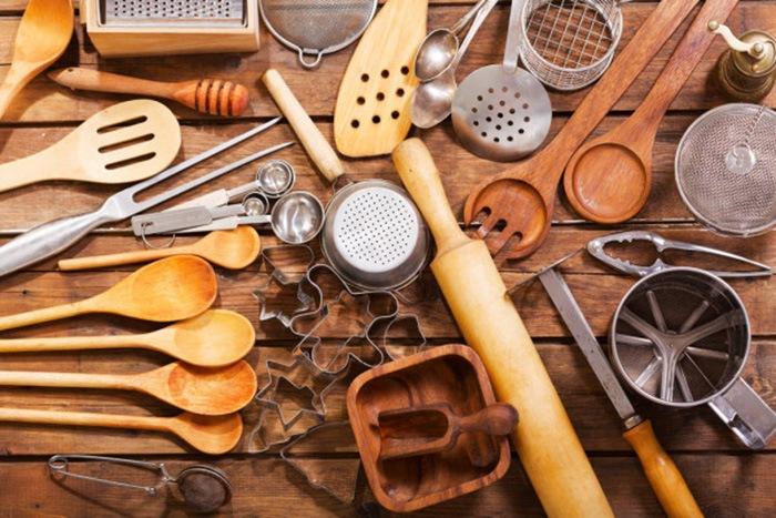 Conjunto de objetos de cocina y acero inoxidable