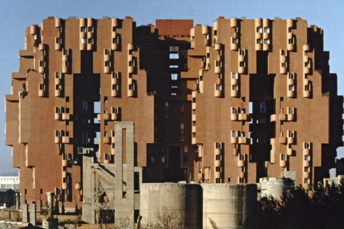 edificio brutalista