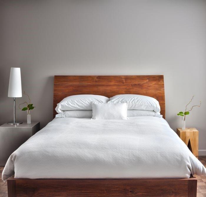 dormitorio con cama con colchón artesano de alta calidad y de diseño