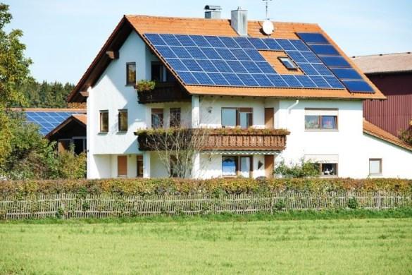 energía renovable con paneles solares en una vivienda