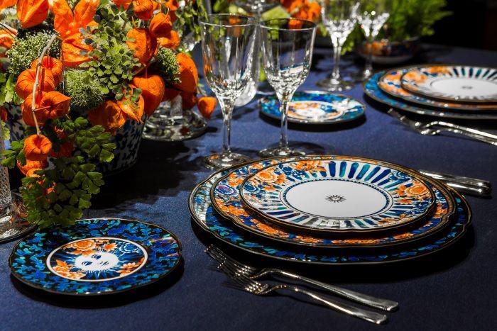 Detalle de una decoración primaveral en tu mesa