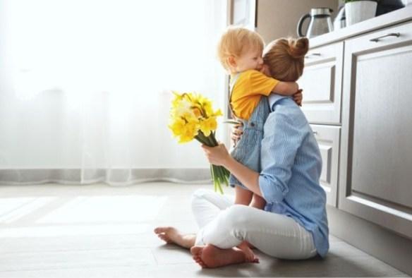 dia de la madre con hijo