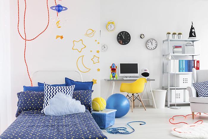 ¿Cómo debe ser la iluminación en la habitación de los niños?