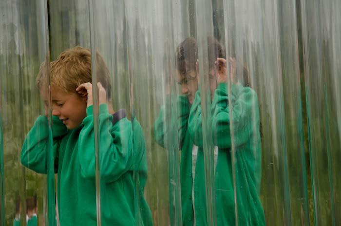 Proyecto Organ of Corti arquitectura sensorial niños escuchando