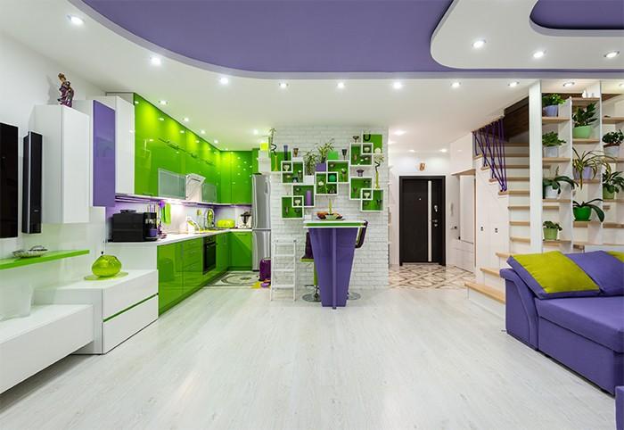 cocina con colores verdes y morados