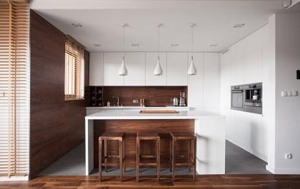 cocina sencilla y elegante tonos madera y blancos