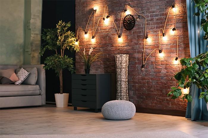 sala de estar con iluminacion artificial en las paredes