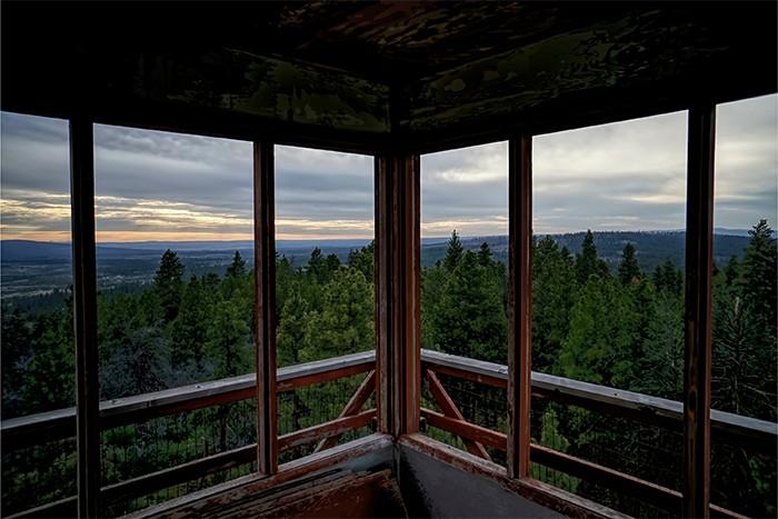 vistas a la naturaleza desde un balcón