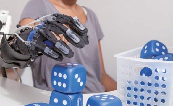 Guantes robóticos Gloreha Sinfonia productos Rebiotex para Rehabilitación